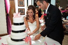 images2/RSL_Feature/BrideGroomCutCake-01-JGA_5565.jpg